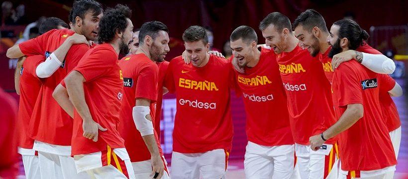 Espana gana a Polonia