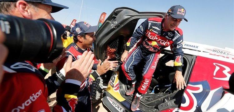 El piloto español se convierte en el vencedor más longevo del Rally Dakar